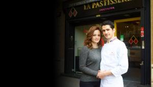 Ana Lucía Jarquín y Josep Maria Rodriguez Guerola posan delante de La Pastisseria Barcelona de calle Aragón
