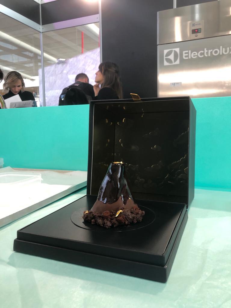 fotografía del postre en forma de volcán presentado por Ana Lucía Jarquín en el concurso Madrid Fusión